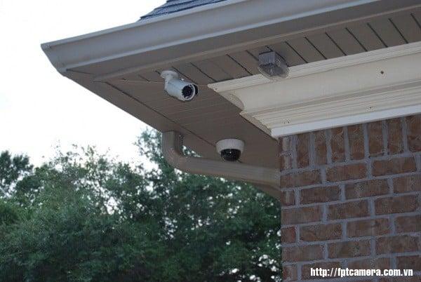 Vị trí lắp đặt camera ở trên cao, đủ độ an toàn và tầm quan sát