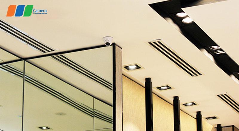 Hình ảnh Camera được lắp đặt trong nhà, trên trần thạch cao đã giấu kín dây tín hiệu